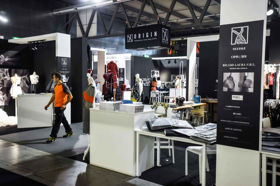 At ORIGIN PASSION AND BELIEFS, the main Italian fashion and accessory  production districts  play a leading role.